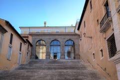 Escalera en Palazzo Senatorio en la colina de Capitoline. Fotos de archivo
