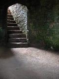 Escalera en sótano/Dungeon del castillo Imagen de archivo libre de regalías