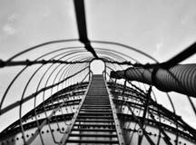 Escalera en un silo blanco y negro Imágenes de archivo libres de regalías