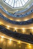 Escalera espiral en el museo del Vaticano en la Ciudad del Vaticano Imagen de archivo libre de regalías