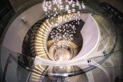 Escalera espiral en pasillo del hotel Imagen de archivo