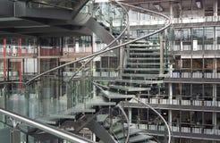 Escalera espiral en un edificio moderno imágenes de archivo libres de regalías