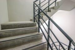 Escalera espiral, manera al éxito, manera de escaparse, escalera de la salida de socorro de la emergencia Foto de archivo