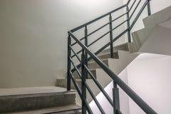 Escalera espiral, manera al éxito, manera de escaparse, escalera de la salida de socorro de la emergencia Imágenes de archivo libres de regalías