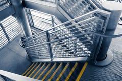 Escalera gris moderna fuera de edificios Imagenes de archivo