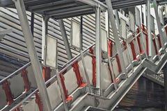 Escalera hacia arriba y hacia abajo al tren de cielo Foto de archivo