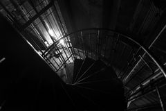 Escalera industrial que va abajo Imágenes de archivo libres de regalías