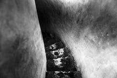 Escalera industrial que va abajo Imagen de archivo libre de regalías