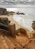 Escalera a ir abajo a la playa de Roche Fotos de archivo