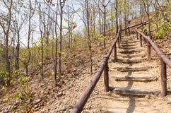 Escalera a ir arriba y abajo de la colina Imagenes de archivo
