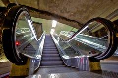 Escalera móvil, abajo, en la estación de metro del ZAR Genil del ¡de Alcà Imagen de archivo libre de regalías