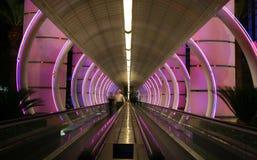 Escalera móvil con las luces coloridas Foto de archivo libre de regalías