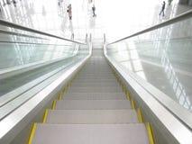 Escalera móvil de arriba a abajo Imagen de archivo libre de regalías