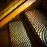 Escalera móvil de oro Imagenes de archivo