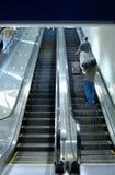 Escalera móvil del aeropuerto fotos de archivo libres de regalías