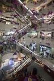 Escalera móvil del centro comercial, Shangai Fotos de archivo