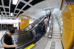 escalera móvil del subterráneo   Fotos de archivo
