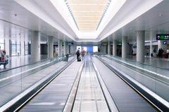 Escalera móvil en aeropuerto Foto de archivo libre de regalías