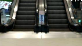 Escalera móvil en la alameda, primer, escalera borrosa, móvil almacen de video
