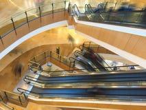 Escalera móvil en una alameda de compras Imagen de archivo