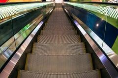 Escalera móvil en una estación del metro Fotografía de archivo