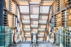 Escalera móvil - escalera automática para hacia arriba y hacia abajo incorporar Foto de archivo