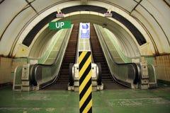Escalera móvil hacia arriba y hacia abajo Foto de archivo