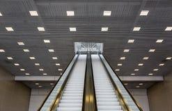 Escalera móvil larga del pasajero Imagen de archivo libre de regalías