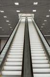 Escalera móvil larga del pasajero Foto de archivo