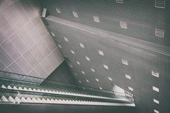Escalera móvil larga del pasajero Fotografía de archivo libre de regalías