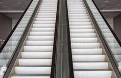 Escalera móvil larga del pasajero Imágenes de archivo libres de regalías