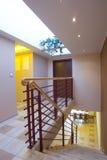 Escalera moderna en casa foto de archivo libre de regalías