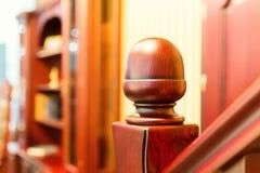 Escalera moderna hecha de la madera agradable Fotos de archivo