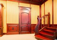 Escalera moderna hecha de la madera agradable imágenes de archivo libres de regalías