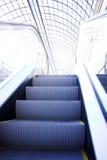 Escalera móvil en el centro comercial, Moscú Fotos de archivo