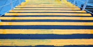 Escalera negra y amarilla Foto de archivo libre de regalías