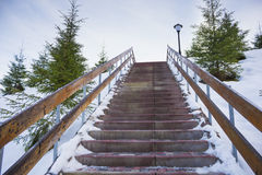 Escalera nevada al cielo Fotos de archivo libres de regalías