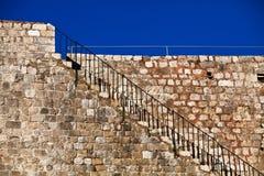 Escalera que lleva a la fortaleza alrededor de Dubrovnik Imágenes de archivo libres de regalías