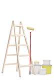 Escalera, rodillo de pintura y cubos del color Imagenes de archivo