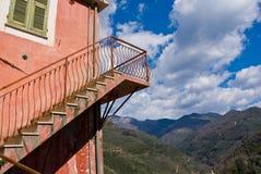 Escalera roja Imagenes de archivo