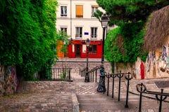Escalera típica de Montmartre en París fotos de archivo libres de regalías
