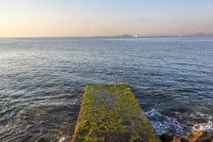Escalera vieja al mar Imagenes de archivo