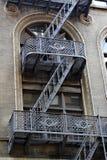 Escalera vieja del edificio foto de archivo