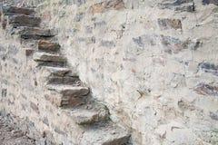 Escalera vieja en piedras de la pizarra Foto de archivo libre de regalías