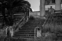 Escalera vieja imagenes de archivo