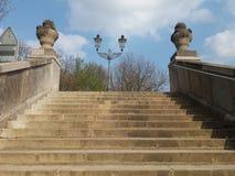 Escalera vieja y linterna vieja Fotografía de archivo libre de regalías