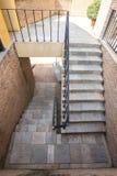 Escalera y barandilla italianas del ladrillo Foto de archivo