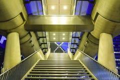 Escalera y entrada de la tranvía de BeatrixKwartier Imagenes de archivo