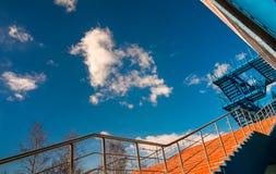 Escalera y nubes azules Imagenes de archivo