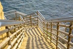 Escaleras abajo al océano en Point Loma, California Foto de archivo libre de regalías
